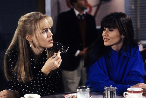Ieri: come Brenda e Kelly.  La frangia bombata è un elemento che definisce il look anni '90 delle due donne star di