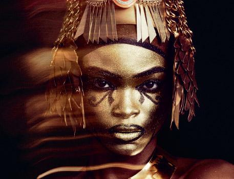 Rievoca un antico fascino con il make-up Egyptian Goddess, il look di Halloween creato da Schuron Womack in esclusiva per M∙A∙C.