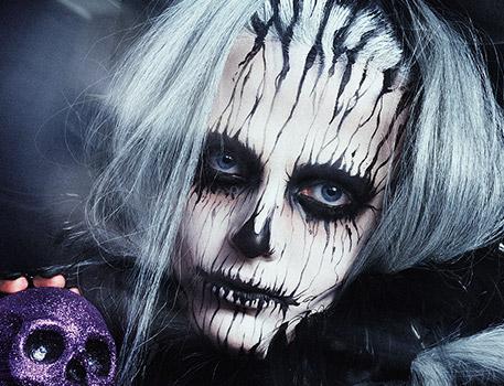 Immedesimati in uno Zombie dalla testa mozzata con il look di Halloween creato da Matt King in esclusiva per M∙A∙C.