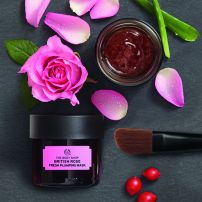 eps_jpg_1054342-british-rose-fresh-plumping-mask-background_inrcpps034